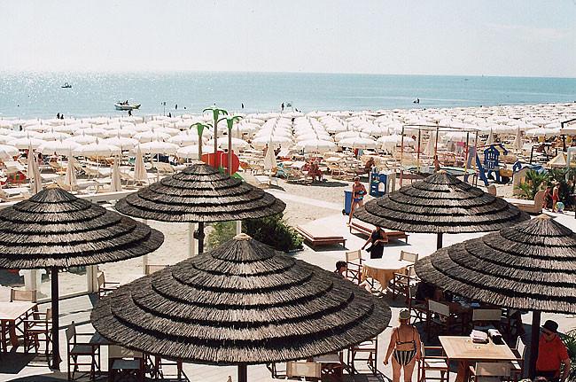 Spiaggia hotel europa milano marittima - Bagno zefiro milano marittima ...